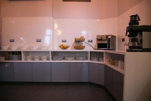 A kitchen or kitchenette at Bridge Park Hotel