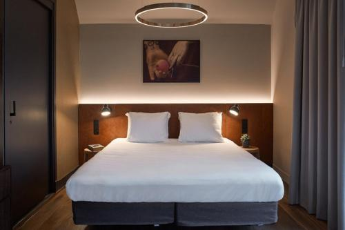 A bed or beds in a room at Hotel Mariënhage