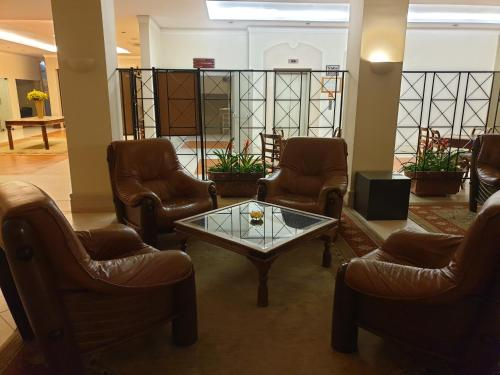 The lobby or reception area at Santarem Hotel