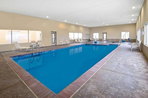 The swimming pool at or near La Quinta by Wyndham Durant