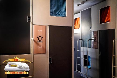 A bathroom at Tiger Hostel Sydney