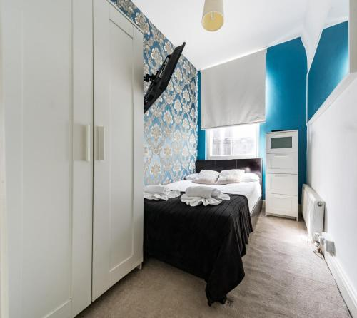 A bed or beds in a room at City Rooms