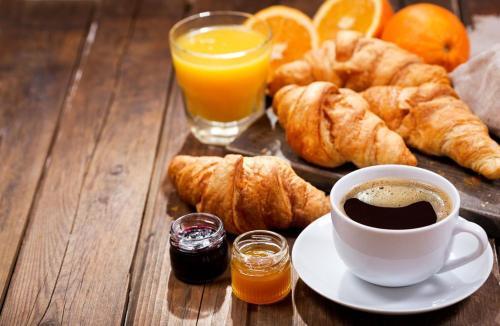 Options de petit-déjeuner proposées aux clients de l'établissement Hotel Choiseul Opera