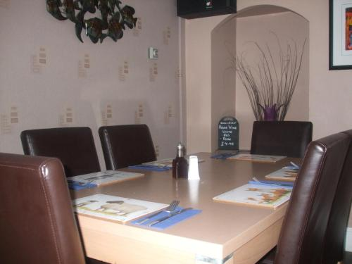 The business area and/or conference room at Seven Stars Inn