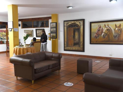 The lobby or reception area at Hotel Cacique Real