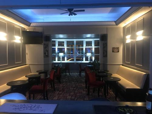 A restaurant or other place to eat at Lexham Hotel
