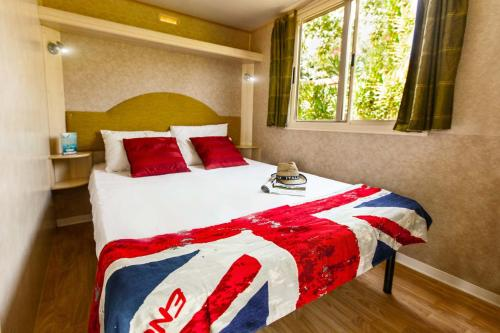 A bed or beds in a room at Norcenni Girasole Village
