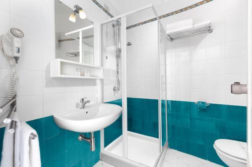 A bathroom at Hotel Herculaneum