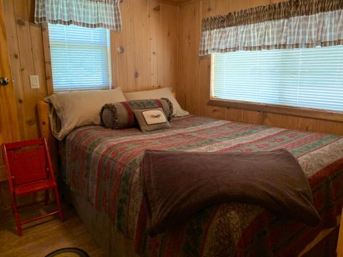 A bed or beds in a room at Diamond 7 Bar Guest Ranch