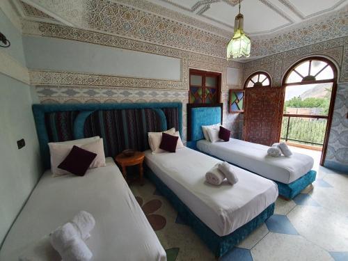 Ein Bett oder Betten in einem Zimmer der Unterkunft Dar Assarou - Toubkal National Park Lodge