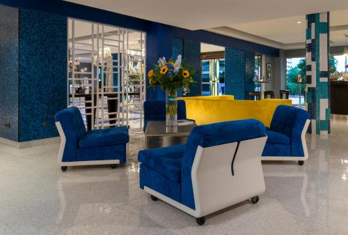The lobby or reception area at Juliana Hotel Cannes