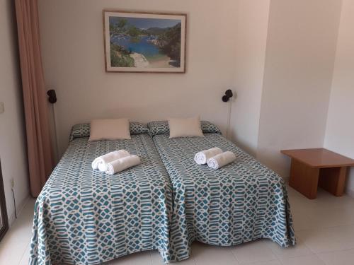 Een bed of bedden in een kamer bij Aparthotel Golf Beach
