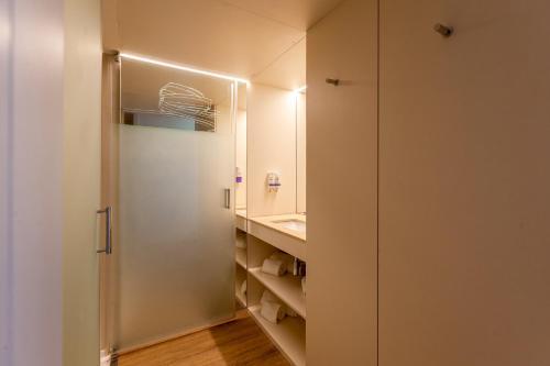 A bathroom at Sea Porto Hotel