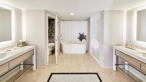 A bathroom at Planet Hollywood Resort & Casino
