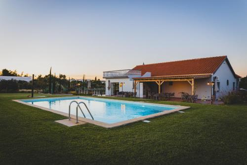 The swimming pool at or near Vila Fuzeta Bed & Breakfast