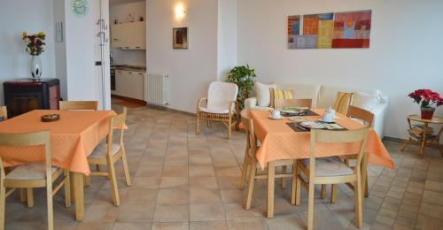 A restaurant or other place to eat at Bed & Breakfast Valtellina