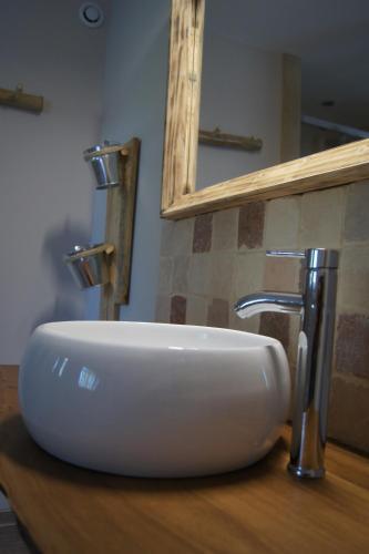 A bathroom at L'Antre d'Eux
