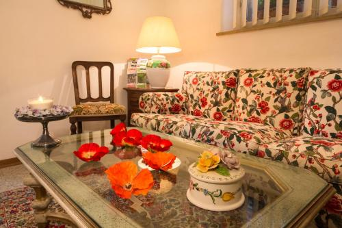 A seating area at Albergo Tre Donzelle