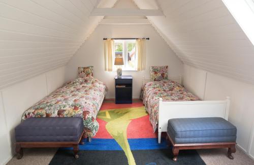 En eller flere senge i et værelse på Anne Just's Havehotel