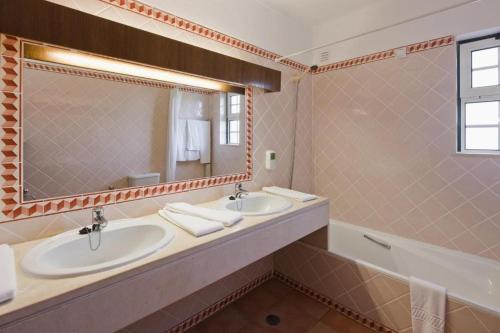 A bathroom at Colina da Lapa & Villas