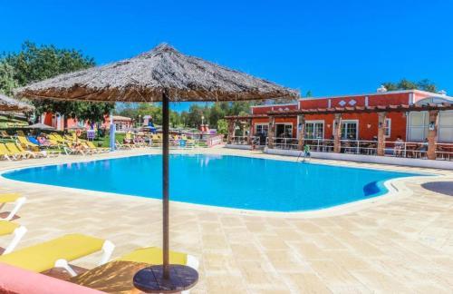 The swimming pool at or near Colina da Lapa & Villas