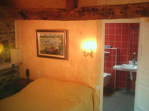 Salle de bains dans l'établissement Domaine De Kermodest