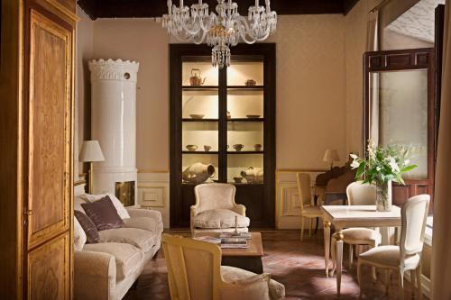 A seating area at Hotel Casa 1800 Granada