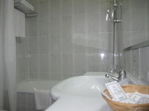 A bathroom at Hotel San Pablo Sevilla