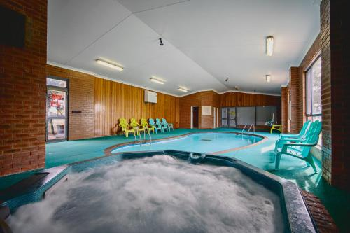 The swimming pool at or near Best Westlander Motor Inn