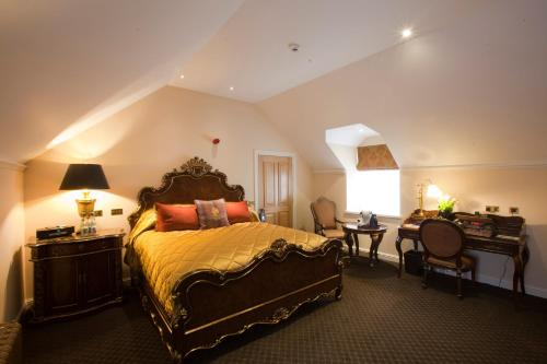 A bed or beds in a room at Trump MacLeod House & Lodge, Scotland