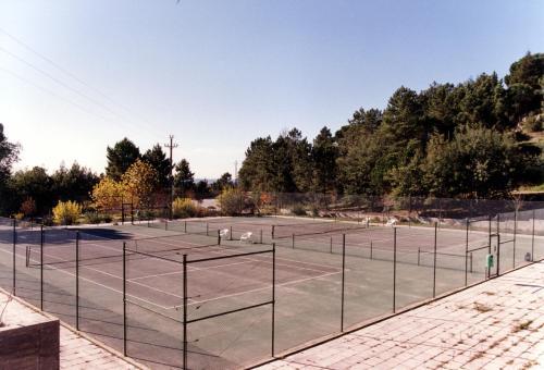 Comodidades para jogar ténis e squash em Hotel Senhora do Castelo ou nas proximidades