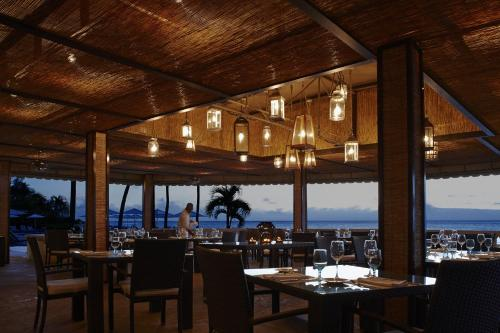 A restaurant or other place to eat at Grand Cayman Marriott Beach Resort