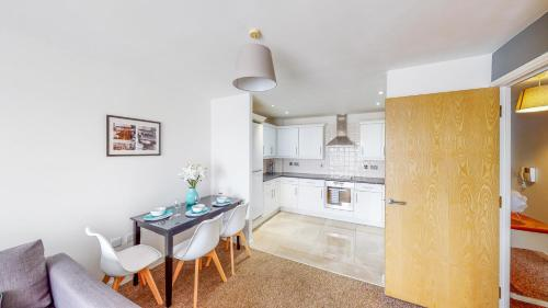 A kitchen or kitchenette at Tamblin Lodge