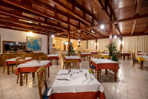 A restaurant or other place to eat at Kalimera Mare