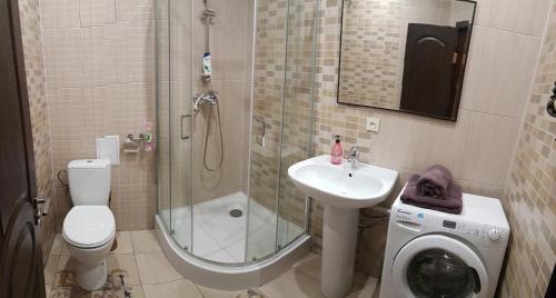 A bathroom at Apartment new 95 Kvartal
