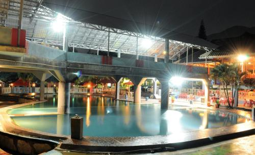The swimming pool at or close to Amazing City Beach Resort