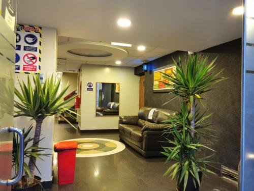 The lobby or reception area at Hotel Dia y Noche