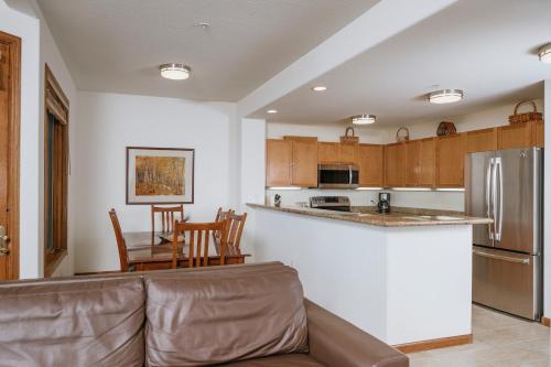 A kitchen or kitchenette at Juniper Springs Resort
