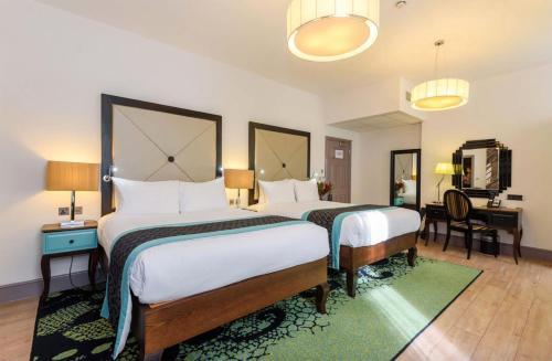Letto o letti in una camera di Hotel Indigo London - Kensington, an IHG Hotel