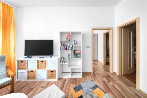 Televízia a/alebo spoločenská miestnosť v ubytovaní PB Apartments