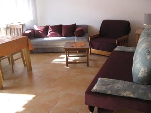 Ein Sitzbereich in der Unterkunft Ferienwohnung Kulla