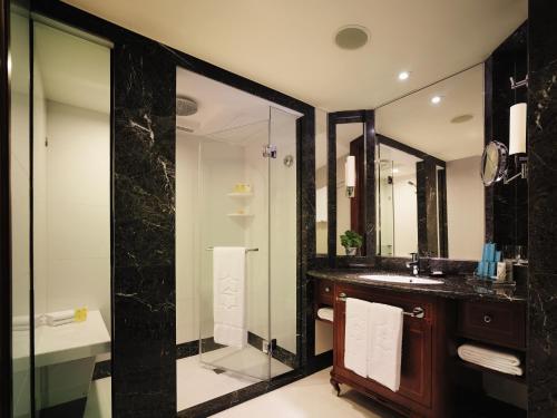 Ett badrum på Kowloon Shangri-La, Hong Kong
