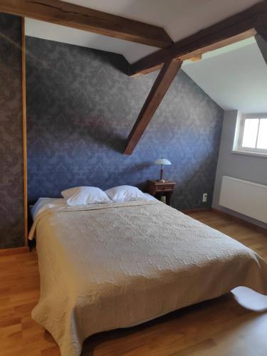A bed or beds in a room at Mooste mõisa Linakoja külalistemaja