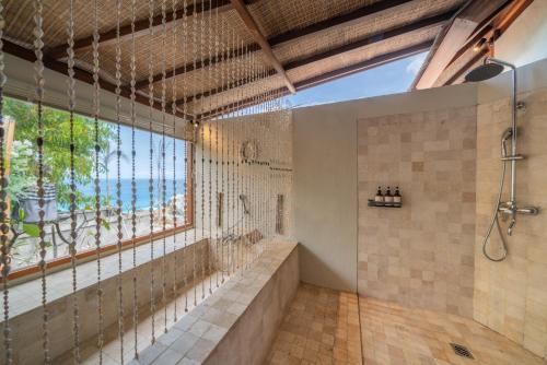 A bathroom at Blue Lagoon Avia Villas