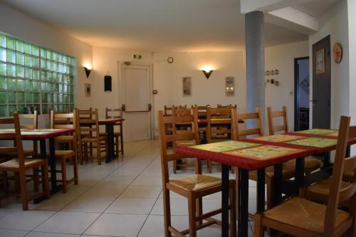A restaurant or other place to eat at Cat'Hotel