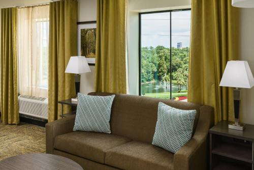 A seating area at Candlewood Suites - Orlando - Lake Buena Vista, an IHG Hotel