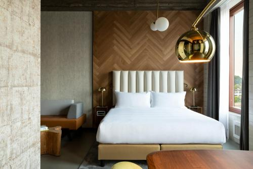 A bed or beds in a room at The Slaak Rotterdam, a Tribute Portfolio Hotel