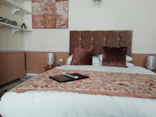 A bed or beds in a room at Diamonds Villa near York Hospital