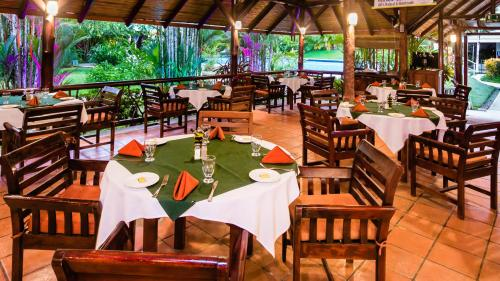 A restaurant or other place to eat at Hotel Villas Rio Mar