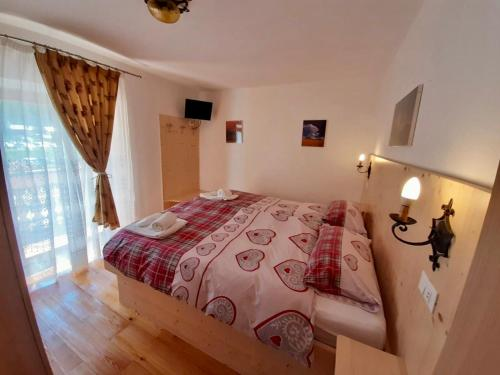 A bed or beds in a room at Rifugio Palafavera